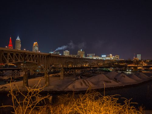 Cleveland Skyline (https://www.flickr.com/photos/27119975@N00/12374843674) by Edsel Little (http://www.flickr.com/people/27119975@N00), CC BY-SA 2.0 (http://creativecommons.org/licenses/by-sa/2.0) Cropped, resized.