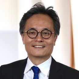 Youngjin Yoo; Elizabeth M. and William C. Treuhaft Professorship in Entrepreneurship;                      Faculty Director, D&I Initiatives;                      Professor, Design & Innovation;                       Weatherhead School of Management